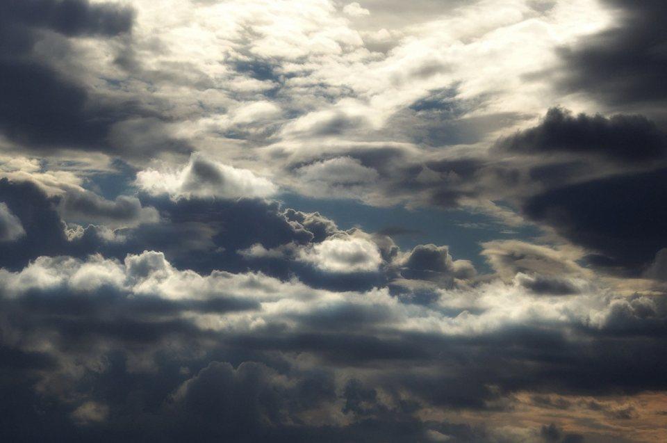 Religion, nordische Götter und Glaube: wolkenbedeckter Himmel