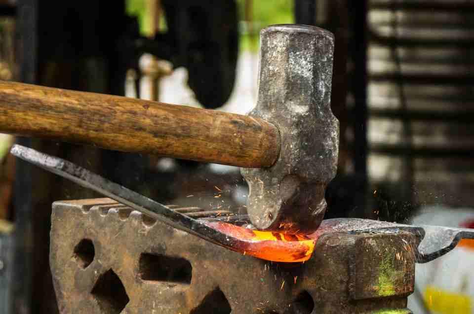 Handwerks- und Dichtkunst der Wikinger: geschmiedetes Eisen