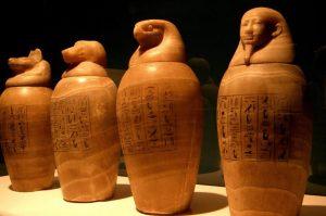 ägyptische Kanopen zur Organaufbewahrung