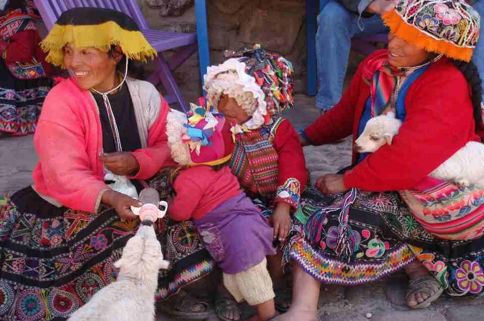 Nachfahren der Inka: Inka Frauen mit Kind