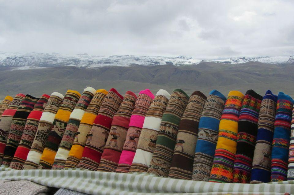 Lagerwirtschaft und Ressourcen: bunte Inka Stoffe