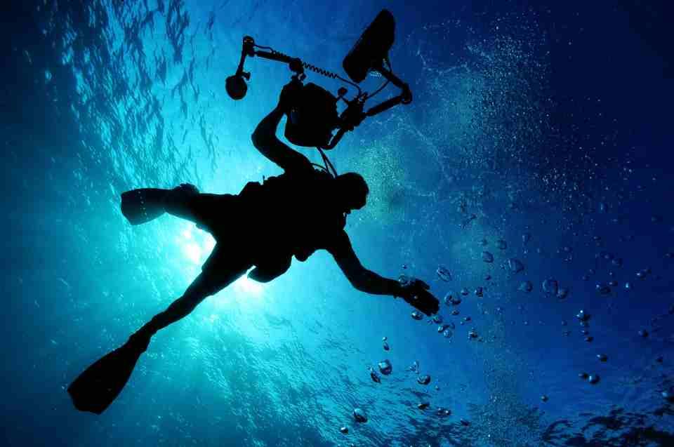 Taucher mit Geräten - Tiefsee Expeditionen