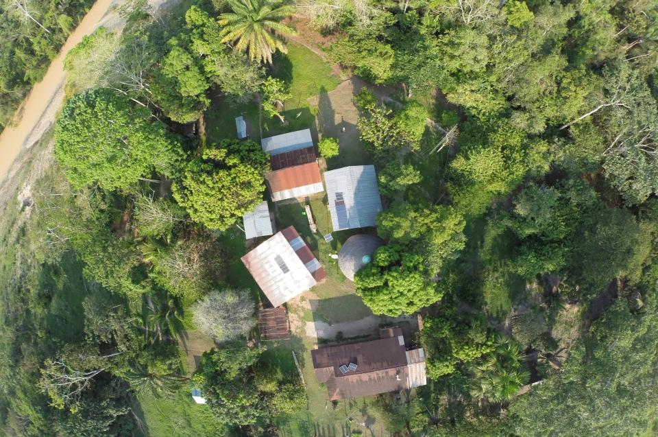 Forschung und Zoologen in Panguana - Luftaufnahme © Konrad Wothe