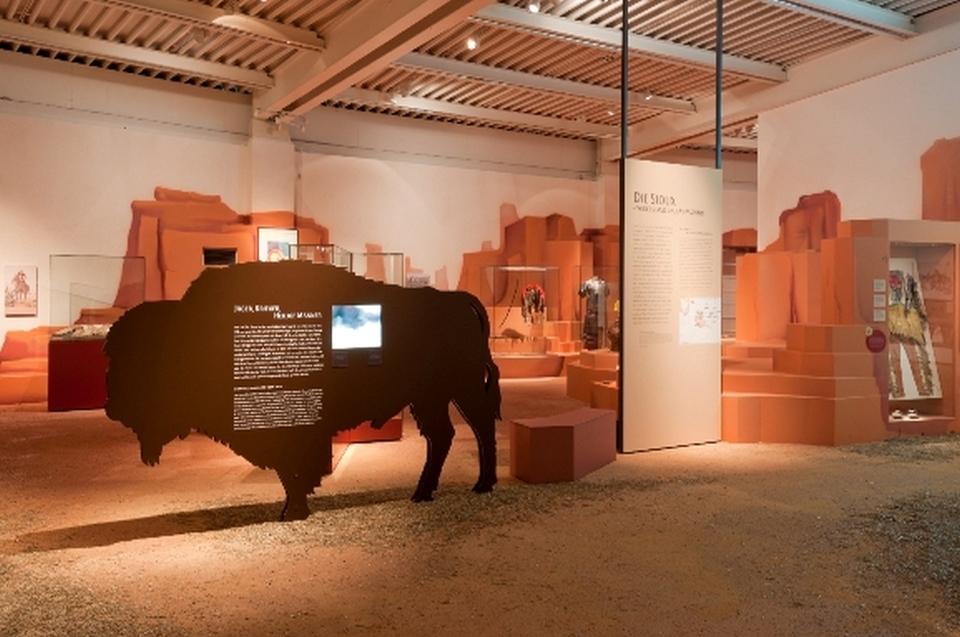 Bison und Sioux Indianer Ausstellung - Copyright: Andreas Jacob
