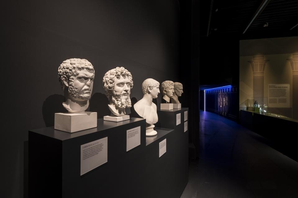 Diverse Büsten Alexander Ausstellung - Copyright: Andreas Jacob