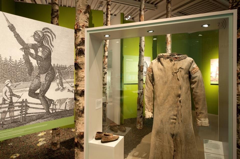 Kleidung Indianer Ausstellung - Copyright: Andreas Jacob