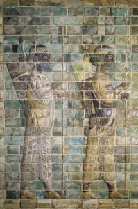 Persische Garde aus Susa, glasiertes Ziegelrelief, Susa, achämenidisch, 5. Jh. v. Chr. © bpk - Bildagentur für Kunst, Kultur und Geschichte