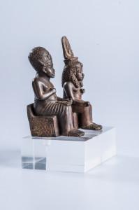 Statuetten des Amenophis III und der Teje, Ebenholz und Gold, Neues Reich © Roemer- und Pelizaeus-Museum Hildesheim, PM53a7b, Foto: Andreas Jacob