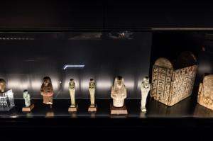 Vitrine mit Uscheptis Pharao Ausstellung - Copyright: Andreas Jacob